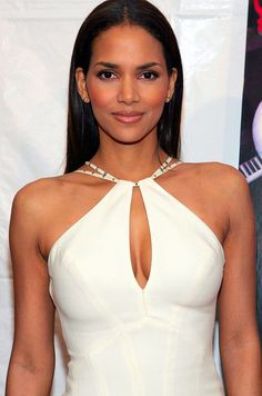Halle Berry in 2004 at 38 years old Halle Berry Sexy, Halle Berry Style, Celebrity Babies, Celebrity Style, Halle Berry Movies, Halley Berry, Catherine Zeta Jones, Actrices Hollywood, Reese Witherspoon