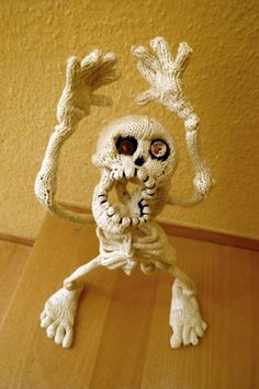 Knitted Skeleton - So Creative!