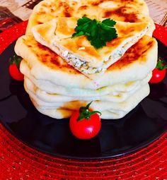 PLACINTE LA TIGAIE CU BRANZA SI CASCAVAL - Flaveur Romanian Food, Bread Recipes, Pancakes, Dishes, Breakfast, Ethnic Recipes, Desserts, Home, Pancake