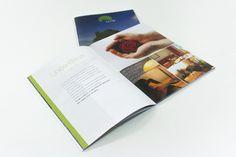 Graphica. – Stampa digitale catalogo f.to chiuso 21x29,7 cm + rilegatura a punto metallico su carta usomano da 150 gr.