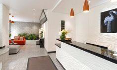 Agencement de chambres d'hôtel et restaurant, vente de sièges et fauteuils, tables | POITOUX