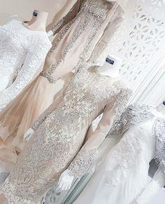 baju nikah paling cantik 17 Muslim Wedding Dresses, Eid Dresses, Bridal Dresses, Malay Wedding, Wedding Wear, Wedding Attire, Wedding Pins, Muslim Hijab, Muslim Dress