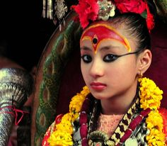 living goddess kumari Bride Accessories, Largest Countries, Durga, Buddhism, Nepal, Soul Searching, Culture, Fine Art, Traditional