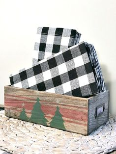 How to Make a Stenciled Christmas Catalog Drawer. Homeroad.net