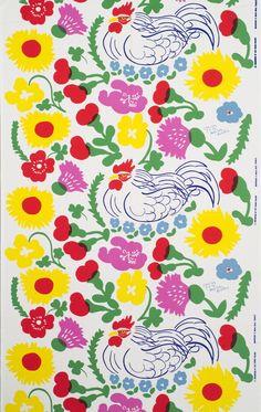 Isolan työtä inspiroi luonto, kansanperinne, moderni taide ja vieraat kulttuurit. Hän suunnitteli painokangaskuoseja ja maalasi matkoillaan. Aiheina olivat esimerkiksi kukat, kasvit ja eläimet. Tämän painokankaan nimi on Charles (1973). Sen aiheena on kukkien ympäröimänä lepäävä kukko. Kuva Harri Kivilinna & Juuso Laiho.