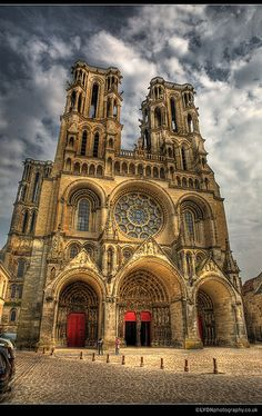 Laon Cathedral, France (High Gothic) Note Round Arches   Still ROMANESQUE