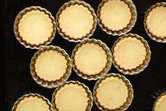 Žloutkové cukroví čili křehulky – recept na dokonalý výsledek Mini Cheesecakes, Baked Goods, Cooking Recipes, Baking, Breakfast, Desserts, Pastries, Food, Bread Making