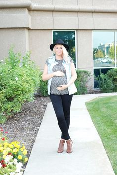 2ea42ebe88947 Fall maternity outfit. Layered up with a simple pregnancy look from  www.theredclosetdiary.