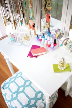 Home organization, organizing tips, college apartments, roomspiration, dorm My New Room, My Room, Sweet Home, College Organization, Vanity Organization, Bedroom Organization, Organizing Tips, Organization Ideas, Home And Deco