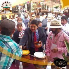 """El presidente de la Agrupación Multicultural """"Contepetl"""" Alejandro Bustamante acompañado del presidente municipal de #Contepec en la inauguración de la feria #Michoacan #ElAlmaDeMexico #NuestrasFerias"""