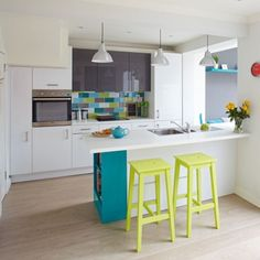 Modern kitchen pictures and photos for your next decorating project. Find inspiration from of beautiful living room images Turquoise Kitchen, Teal Kitchen, Kitchen Interior, Kitchen Design, Kitchen Decor, Kitchen Ideas, Country Kitchen Diner, Family Kitchen, Kitchen Small
