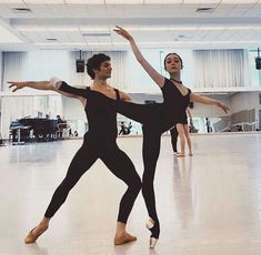 <<Natasha Sheehan and Angelo Greco (San Francisco Ballet)>> her lines are stunning Tutu Ballet, Ballet Barre, Ballet Dancers, Ballerinas, Ballet Pictures, Dance Pictures, Dance It Out, Just Dance, Belly Dancing Classes