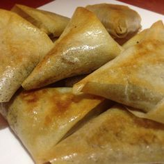 Samosas with minced meat, spices from Morocco - Recettes de cuisine Turkey Meat Recipes, Slow Cooker Meat Recipes, Beef Recipes, Chicken Recipes, Cooking Recipes, Ramadan Recipes, Potluck Recipes, Samosas, Christmas Meat