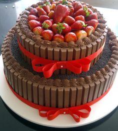 Aprenda a fazer um bolo kit kat - A Maternidade me Fascina | A ...