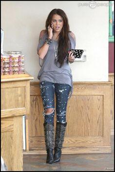 Miley Cyrus s'est arrêtée dans un café de Los Angeles, le 9 janvier 2010.