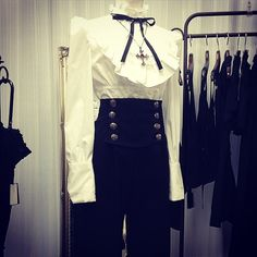 6 отметок «Нравится», 2 комментариев — MIHO MATSUDA (@mihomatsuda_official) в Instagram: «#mihomatsuda #fashion #japan #tokyo #osaka #ikebukuro #harajuku#gothic #gothicfashion #classic…»