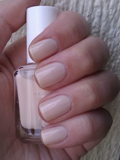 Essie Limo-scene - a beautiful balance between creamy and sheer, pink and cream