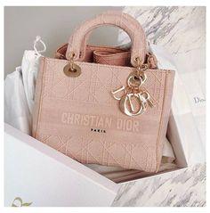 Dior Handbags, Fashion Handbags, Purses And Handbags, Fashion Bags, Dior Purses, Emo Fashion, Fashion Women, Club Fashion, Chanel Fashion