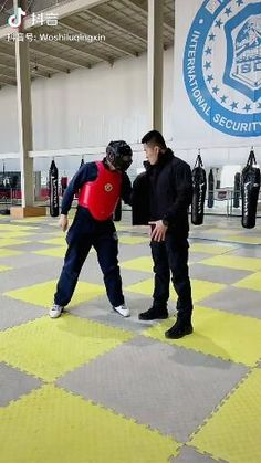 Fight Techniques, Martial Arts Techniques, Self Defense Techniques, Self Defense Moves, Self Defense Martial Arts, Martial Arts Workout, Martial Arts Training, Kickboxing Workout, Gym Workout Tips