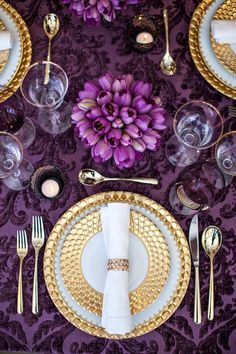 Gold details add a luxe factor to an Ultra Violet tablescape.