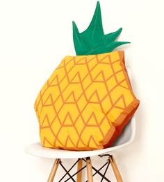 LOCOMÍA pineapple floor cushion