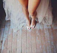 I'm not sure whether I have the guts to do a bridal boudoir shoot! Maybe just some fun photos like this.