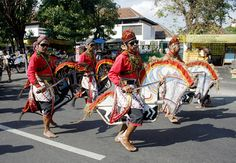 """Kuda Lumping also called """"Jaran Kepang"""", is a traditional Javanese dance depicting a group of troops riding horses. The dance employs horse made from woven bamboo. Horse Mask, Komodo Dragon, Antique Pictures, Javanese, East Indies, Hobby Horse, Folk Dance, Culture, Traditional"""