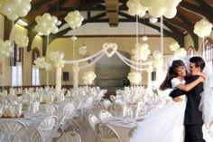 decoração com balões brancos para casamento