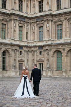 Elopement in Paris ~ I  love her dress ♥