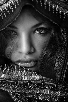 Portraits Of People Around The World Beautiful Eyes, Beautiful People, Beautiful Women, Boho Beautiful, People Around The World, Around The Worlds, Beauty Around The World, Exotic Beauties, World Cultures