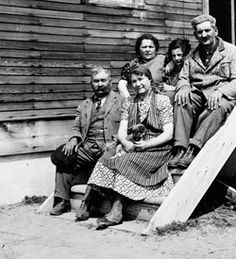 1870-1914: At the turn of the 20th century, European Jews were coming to Canada in the thousands, seeking political, religious and social refuge. The peak year for Jewish immigration was 1914, when 18,000 refugees, mostly artisans, small merchants and unskilled workers, arrived in Canada.  The Loeffler refugee family in Edenbridge, Saskatchewan, c. 1920s (courtesy Library and Archives Canada/C-027525).