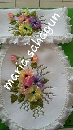Silk Ribbon Embroidery, Embroidery Art, Embroidery Designs, Sewing Projects, Projects To Try, Diy And Crafts, Arts And Crafts, Ribbon Work, Ribbon Crafts