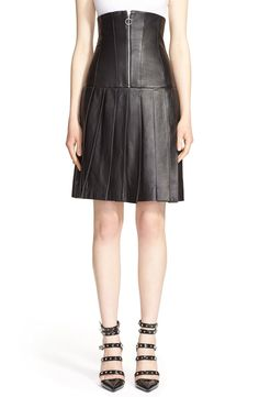 Obsessed with this chic high waist pleat leather skirt.