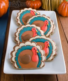 Simple Thanksgiving Turkey Cookies. A step by step tutorial on how to decorate these cookies with royal icing by Semi Sweet Designs. @semisweetmike
