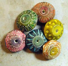 Ceramic Jewelry, Ceramic Beads, Terracotta Jewellery Designs, Button Ornaments, Precious Metal Clay, Clay Design, Polymer Clay Projects, Polymer Clay Beads, Clay Creations