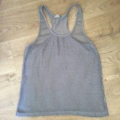 5€ Camiseta estilo rejilla. Camiseta de rejilla transparente muy cómoda y útil para el verano, bien llevándola con una camiseta por debajo o