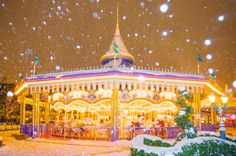 Snow Transforms Tokyo Disney Resort Into a Winter Wonderland