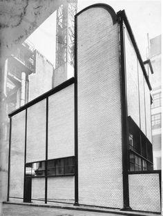 """Mosse"" store Berlin - transformed in 1921-1924 by Erich Mendelsohn / Berlin Kunstbibliothek (SMPK) - Via : http://ift.tt/1NnKpSR - smartnews.urba.info"