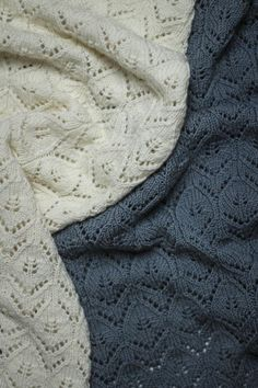 Knitting Blogs, Knitting For Kids, Baby Knitting Patterns, Kids Blankets, Knitted Blankets, Baby Barn, Handmade Scarves, Lang Yarns, Knitting Accessories