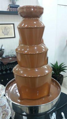 TORRE DE CHOCOLATE COM FRUTAS