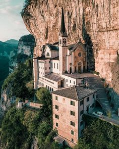 Places To Travel, Places To Go, Madonna, Stunning View, Landscape Photographers, Beautiful Landscapes, Beautiful World, Hiking, Adventure