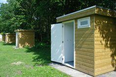 Camping met privé sanitair - Camping met privé sanitair bij de kampeerplaats Camping Toilet, Caravan Makeover, Reisen In Europa, Camping Gadgets, Van Camping, Semarang, Bike Trails, Netherlands, Road Trip