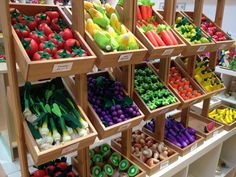 Wooden toys in darwin! Fruit And Veg Shop, Fruit And Vegetable Storage, Vegetable Shop, Vegetable Stand, Veggie Tray, Pretend Grocery Store, Produce Displays, Fruit Displays, Veggie Display