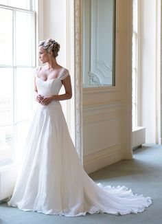 Naomi Neoh launches her Secret Garden wedding dress collection for 2014