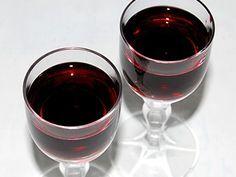 Černicový likér - recept na domáci likér Red Wine, Alcoholic Drinks, Glass, Food, Syrup, Drinkware, Alcoholic Beverages, Corning Glass, Eten