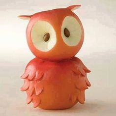 Animal figurines made out of fruit and vegetables from Home Grown Foods. This is… Animal figurines made out of fruit … L'art Du Fruit, Deco Fruit, Fruit Art, Fruit Cakes, Veggie Art, Fruit And Vegetable Carving, Veggie Food, Vegetable Animals, Creative Food Art
