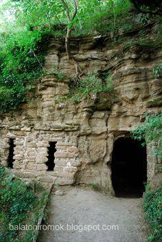 A tihanyi barátlakásokat a X-XI. században hozták létre bizánci rítusú szerzetesek. Manapság 3 kőbe vájt, nagyobb üreg vehető ki, ezek maradtak meg épségben az utókor számára a Tihanyi-félsziget ezen látnivalói közül.