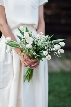 Gorgeous blooms: http://www.stylemepretty.com/2015/04/10/casual-chic-summer-wedding-at-barn-on-the-pond/ | Photography: Fabrice Tranzer - www.fabricetranzer.com