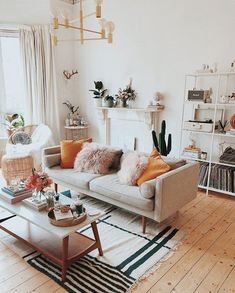 Having small living room can be one of all your problem about decoration home. To solve that, you will create the illusion of a larger space and painting your small living room with bright colors c… Cozy Living Rooms, My Living Room, Living Room Interior, Beige Sofa Living Room, Living Room Ideas For Small Rooms, Living Room Decor College, Apartment Living Rooms, Living Room Vintage, Small Apartment Interior Design