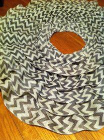 Cupcakes & Crayons: DIY: No Sew Ruffle Tree Skirt